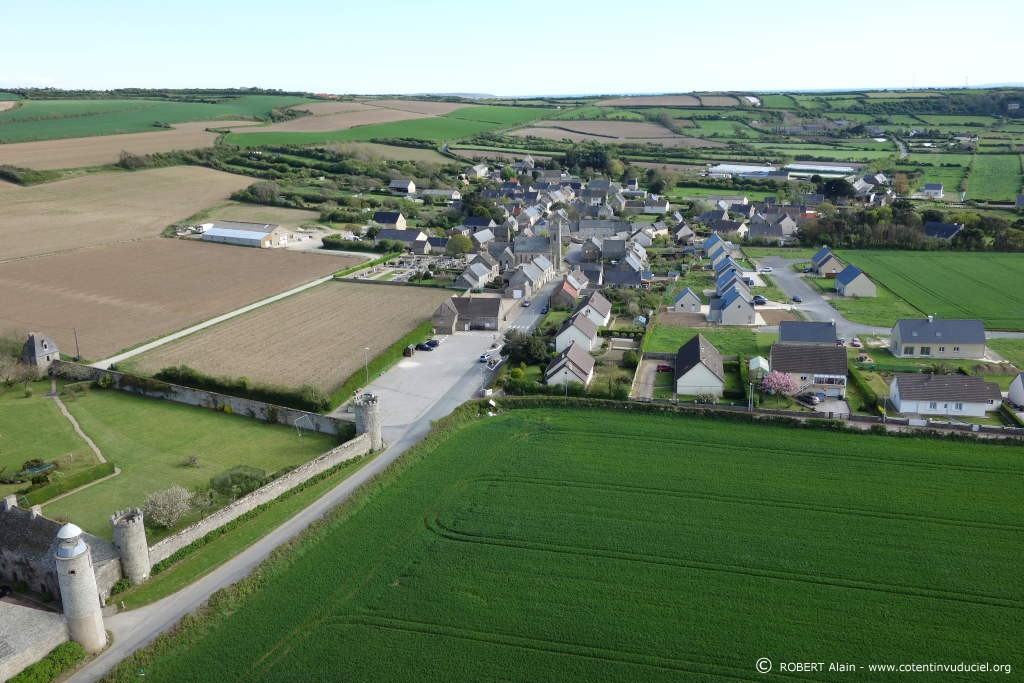 Le rozel village et chateau for Le village du meuble bordeaux